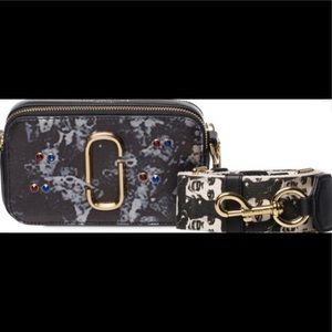 Marc Jacobs EXCLUSIVE snapshot 3D camera bag!